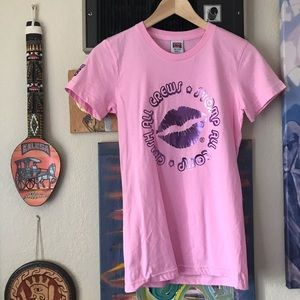 MARRIED TO THE MOB PINK KISS GRAPHIC TSHIRT SMALL